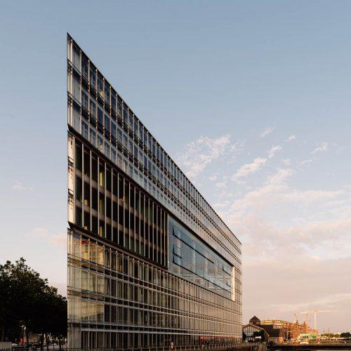 deichtor-office-building-in-the-port-of-hamburg-designed-by-hadi-teheran-architect-germany-deichtor_t20_vREOrG